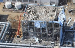 epa02660905 A handout picture provided by Air Photo Service on 30 March 2011 shows an aerial photo taken by a small unmanned drone of the damaged units of Tokyo Electric Power Co (TEPCO) Fukushima Daiichi nuclear power plant in the town of Okuma, Futaba district, Fukushima prefecture, Japan, 24 March 2011. TEPCO Chairman Tsunehisa Katsumata announced on 30 March it will be more than a few weeks to fix the Fukushima Daiichi nuclear power plant. EPA/AIR PHOTO SERVICE / HO EDITORIAL USE ONLY +++(c) dpa - Bildfunk+++
