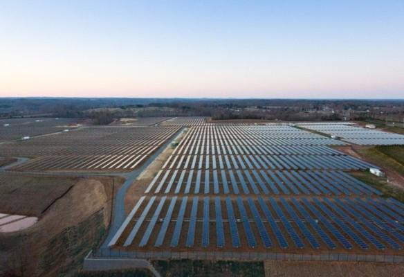 Apple-solar-farm-Nevada-889x610